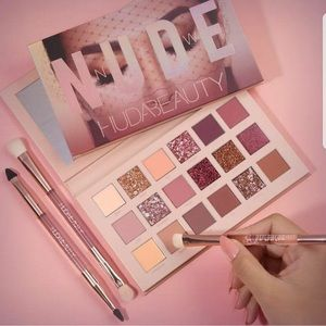 New Nude Huda Beauty Eyeshadow Palette